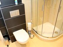 Ubytování při rekonstrukci bytu zdarma - sprchový kout